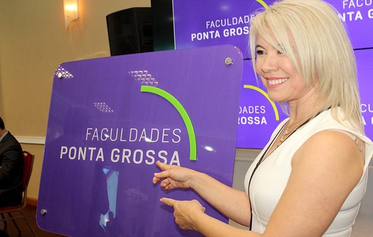 Julia Faculdades PG