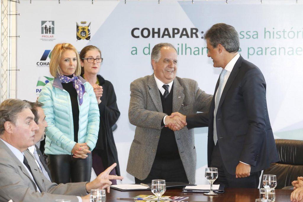 Secretária da Família e Desenvolvimento Social, Fernanda Richa, participa da assinatura de contratos de moradias de Ponta Grossa.